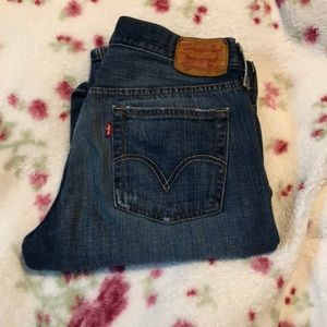 🌸🌸Levi's Bootleg Distressed Jeans🌸🌸
